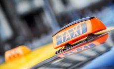 Десятки тысяч таксистов не вышли на работу из-за запрета иностранных прав